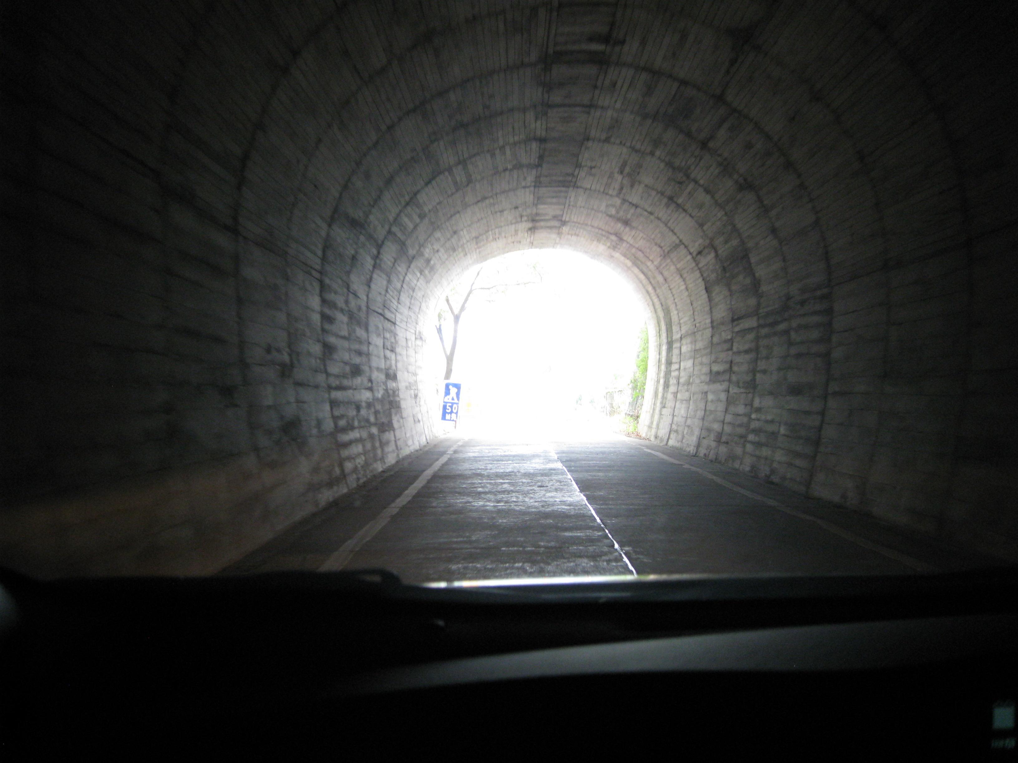 いのうえ内科脳神経クリニックのトンネルの出口には光があります
